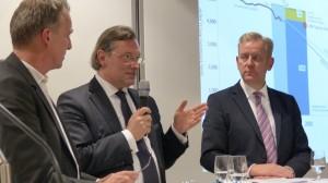 Prof. Martin Faulstich - hier bei einer Diskussion mit Umweltminister Stefan Wenzel (lks)
