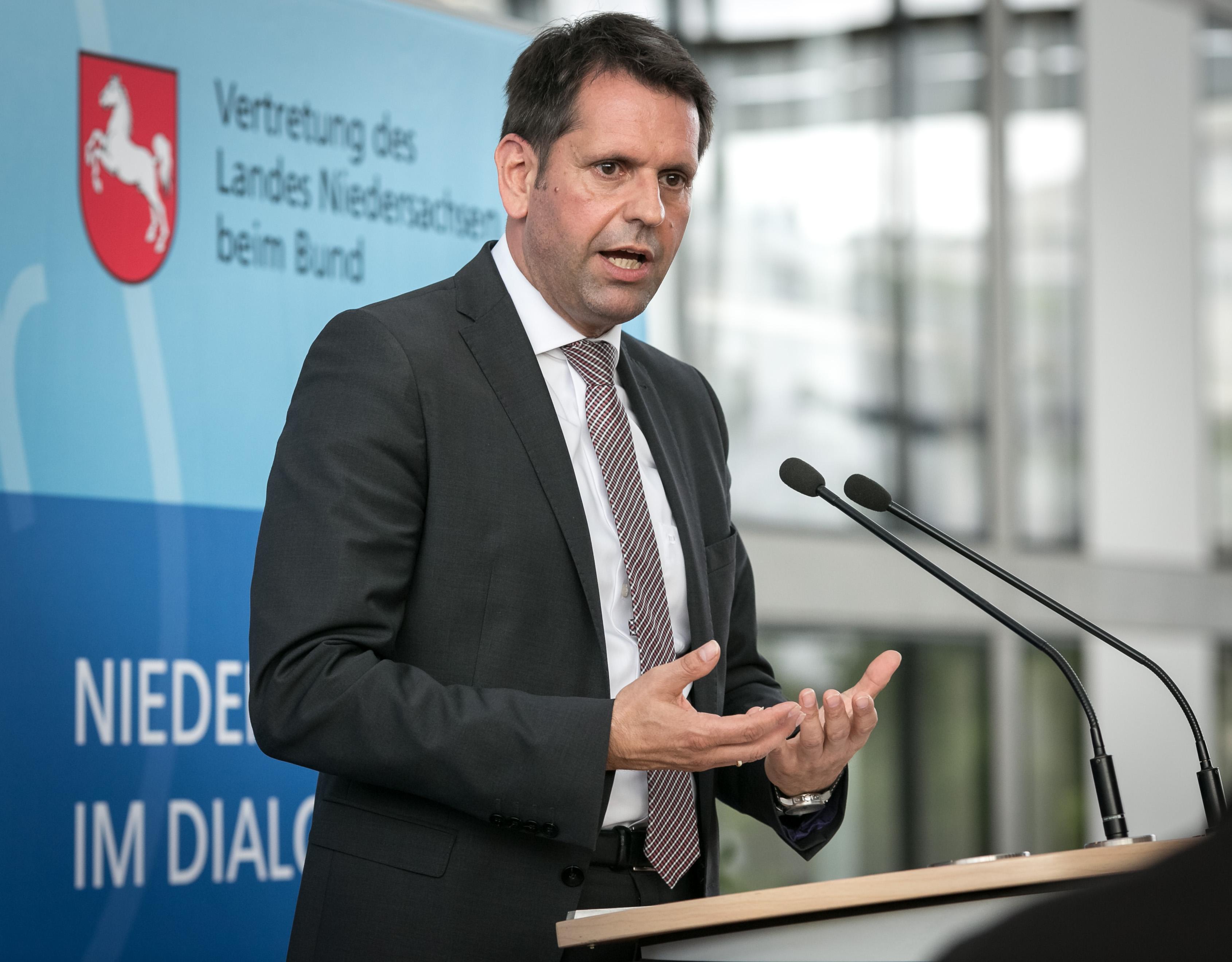 https://www.fuer-niedersachsen-in-berlin.de/wp-content/uploads/2014/05/02-Niedersachsen_Ross-Baer-1-von-1.jpg