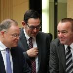 Niedersachsens Regierungschef Stephan Weil, Staatssekretär Michael Rüter und Innenminister Boris Pistorius