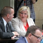 Ministerin Cornelia Rundt und Minister Boris Pistorius haben in der Niedersachsenbank Platz genommen