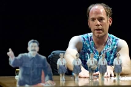 Janko Kahle in: Vom Ende des roten Menschen, Schauspiel Hannover, Spielzeit 2009/10
