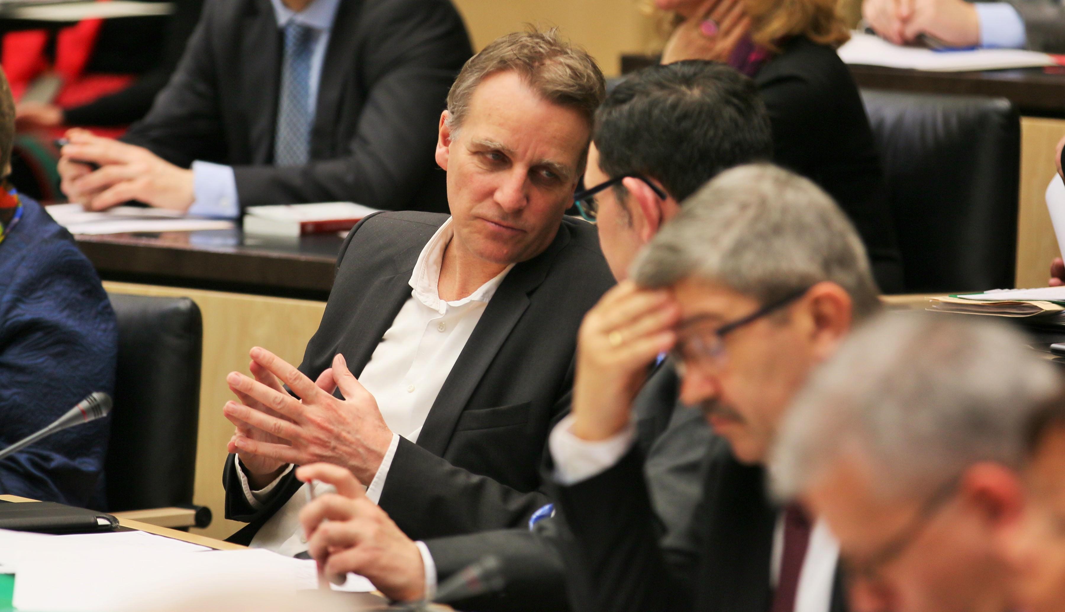 Umwelt- und Energieminister Stefan Wenzel im Gespräch mit Staatssekretär Michael Rüter