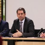 Wirtschafts- und Verkehrsminister Olaf Lies bei einer Pressekonferenz am Rande des Bundesrates