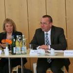 Minister Boris Pistorius begrüßt die Mitglieder der Jury zur Sitzung, die die Preisträger küren wird