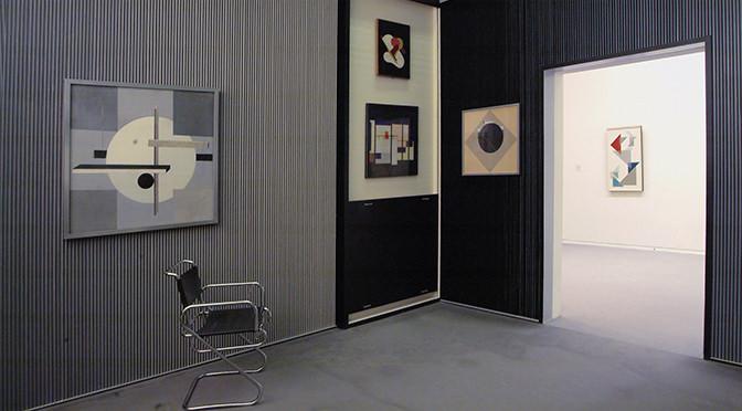 "El Lissitzky, ""Kabinett der Abstrakten"", Rekonstruktion 1968/79, © Sprengel Museum Hannover, Foto: Michael Herling/Aline Gwose"
