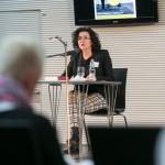 Ministerin Gabriele Heinen-Kljajic beginnt die Lesung im Atrium