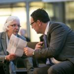 Hildegard Kempowski im Gespräch mit Staatssekretär Michael Rüter