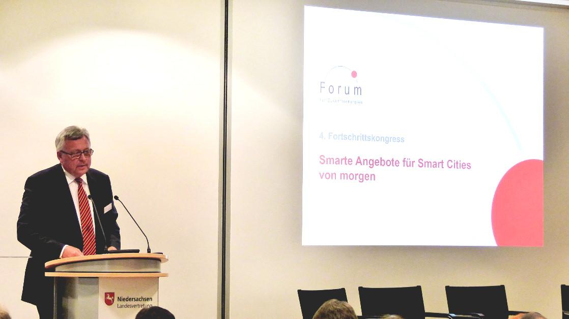 """Dr. Werner Brinker spricht zu """"Smarte Angebote für Smart Cities"""""""