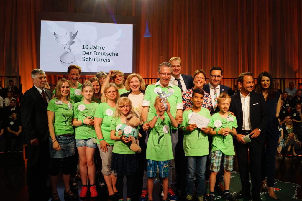 066 Siegerfoto Grundschule auf dem Süsteresch beim Deutschen Schulpreis 1